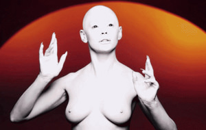 Puede que Rose McGowan en topless no te guste