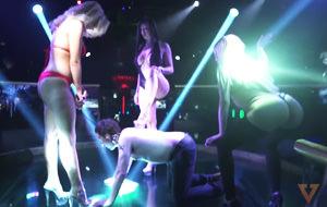El Mannequin Challenge de un club de striptease