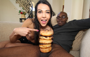 Sean Michaels: 5 donuts y sobresale el glande