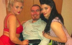 Pete, un actor porno inglés en silla de ruedas
