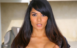 Shazia Sahari: una novata de bello rostro