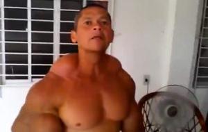 El musculoso y abominable hombre de synthol