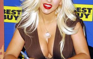 Las tetas de Christina Aguilera más grandes que nunca