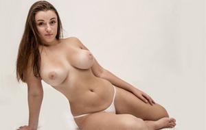 Las formas generosas de Tiffany Cappotelli