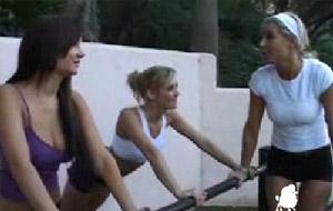 Vídeo porno: trío de lesbianas