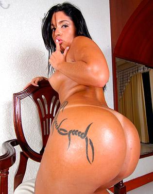 Negra voluptuosa de colombia mostrandose desnuda en el web - 1 part 7